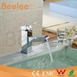 Retirer le robinet d'eau simple de salle de bains de robinet de cuisine de place de poignée de jet Q13004