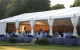 Barraca desobstruída ao ar livre do banquete de casamento da extensão para o arrendamento