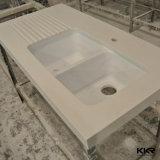 Partie supérieure du comptoir blanche de quartz de salle de bains de couleur de longue taille faite sur commande