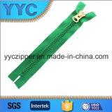 Cremallera grande de los dientes de la cremallera plástica de Yyc con el resbalador modificado para requisitos particulares
