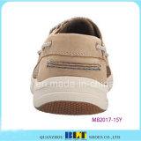 Chaussures en cuir neuves de bateau de mode
