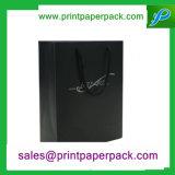 Sacs de luxe de cadeau d'achats de transporteur de papier avec le traitement