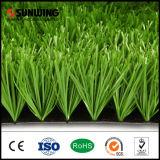 Verde do relvado que põr o gramado artificial para o passo de futebol