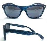 Gafas de sol plásticas del diseñador de moda caliente para los hombres/las mujeres con insignia de encargo