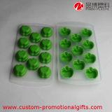 緑の小型Appleの形の氷チョコレート立方体の皿