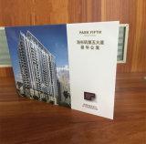 Tarjeta video A5 7 del folleto de la promoción de la memoria de MSDS 128MB '' con Blankbackdrop para las propiedades inmobiliarias de la comercialización