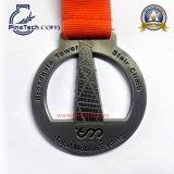 살포 색칠 완료를 가진 마라톤 실행 메달, 열전달 리본