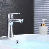Robinet et taraud de mélangeur de bassin plaqués par chrome en laiton contemporain de salle de bains