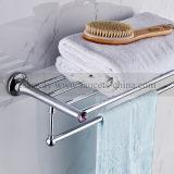 Accessori cromati della stanza da bagno