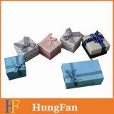 Le cadre de module de cadeau de carton dans on dénomment
