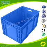 Пластичный логистический контейнер с прикрепленной на петлях крышкой