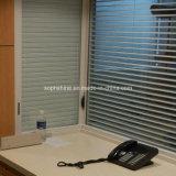 絶縁されたガラス間の内部磁気ブラインドが付いているオフィスの区分