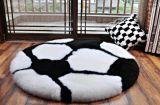 大型円形の羊皮のクッションのフットボールの形