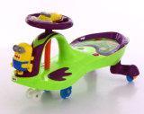 Giro di plastica del bambino dell'automobile di torsione dell'oscillazione del bambino della Cina sul motorino dei giocattoli