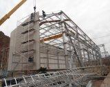 Sitio de la construcción de edificios de la estructura de acero