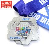 Regalo grabado manera personalizado modificado para requisitos particulares del juego del deporte de la escuela del metal que estampa el medallista de plata en blanco decorativo del niquelado