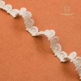 綿のかぎ針編みのレースのトリミング