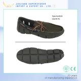 Дешевые светлые ботинки лета, ботинки людей вскользь с верхушкой ткани