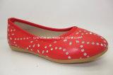 Resbalón en los zapatos planos de la PU con el diamante falso para los niños