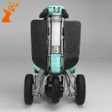 Vespa eléctrica plegable azul de la movilidad con tres ruedas