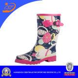 Carregadores de chuva de borracha coloridos elevados do joelho das mulheres da forma