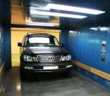 سيّارة سيارة مصعد لأنّ [فهيكل بركينغ] في مرأب