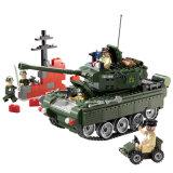 Пластичный воинский бак преграждает игрушку для малышей