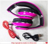 Crear el auricular para requisitos particulares estéreo bajo estupendo