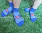 El profesional de encargo del fabricante del calcetín de China embroma el calcetín hecho punto resbalón anti de interior de la compresión del parque del trampolín