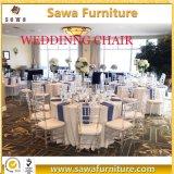 TransperantアクリルのTiffany Chiavariの椅子と結婚する透明な樹脂