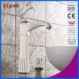Faucet de bronze escovado da bacia do banheiro de Centerset do arco niquelar elevado novo