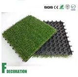 屋外の連結の人工的な草