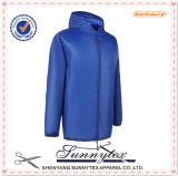 Massa poco costosa di vendita superiore dei vestiti del commercio all'ingrosso del rivestimento degli uomini in Cina