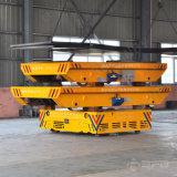 Трейлер перехода аграрного машинного оборудования моторизованный тяжелой индустрией на поле цемента