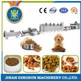 Aliments pour chiens faisant la machine