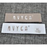 Etiqueta tecida do projeto simples vestuário de superfície macio com dobradura do fim