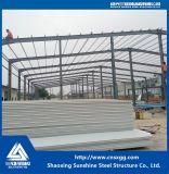 Edifício industrial pré-fabricado da construção de aço do baixo custo para a oficina