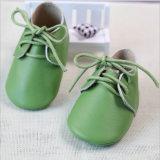 ヒマワリの幼い子供の完全な革赤ん坊靴