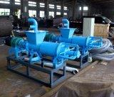 牛は牛農場のための排水機械に肥料をやる