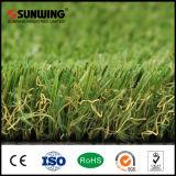 Césped artificial verde del SGS Cesped de la venta caliente de Sunwing para el jardín