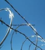 かみそりのとげがある鉄ワイヤーかアコーディオン式の鉄ワイヤー