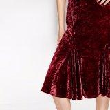Платье выскальзования V-Шеи женщин способа сексуальный тонкий плиссированное бархатом безрукавный