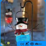 Colorare l'indicatore luminoso solare cambiante del pupazzo di neve con il palo del ferro per il festival di natale