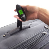 Contre-jour vert Digital pesant l'échelle s'arrêtante de bagage avec la courroie