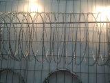 防御フェンスのための高い抗張電流を通された鋭いかみそりの有刺鉄線