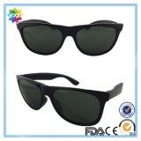 2016 nuovi occhiali da sole di modo di sport della plastica per le donne