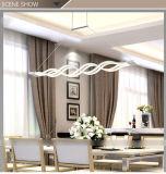 シンプルな設計の線形吊り下げ式ライト