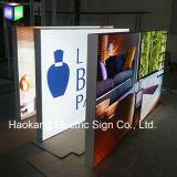 En annonçant le cadre léger avec le cadre de tableau pour la DEL ouvrir le signe