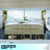 Helle Farben-Ausgangsmöbel-Wohnzimmer-Küche-Schrank mit Insel und Pantry