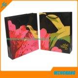 Bolsa de papel que hace compras laminada a todo color por encargo con la impresión de la insignia